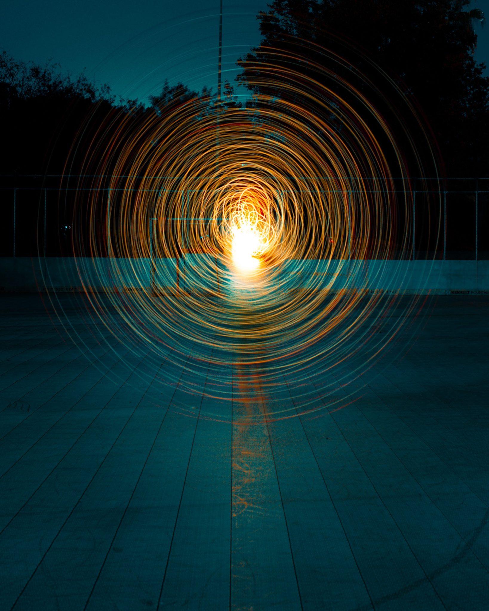 incluso las ondas de luz que se muestran aquí son limitadas a diferencia del espíritu incorpóreo eterno del padre